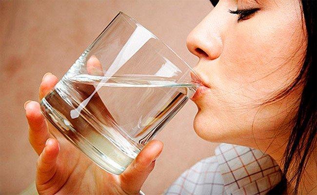 Обильное питье при лечении инфекции органов мочевыделения